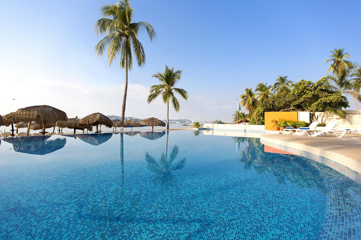 krystal-beach-acapulco-pisicna-dia